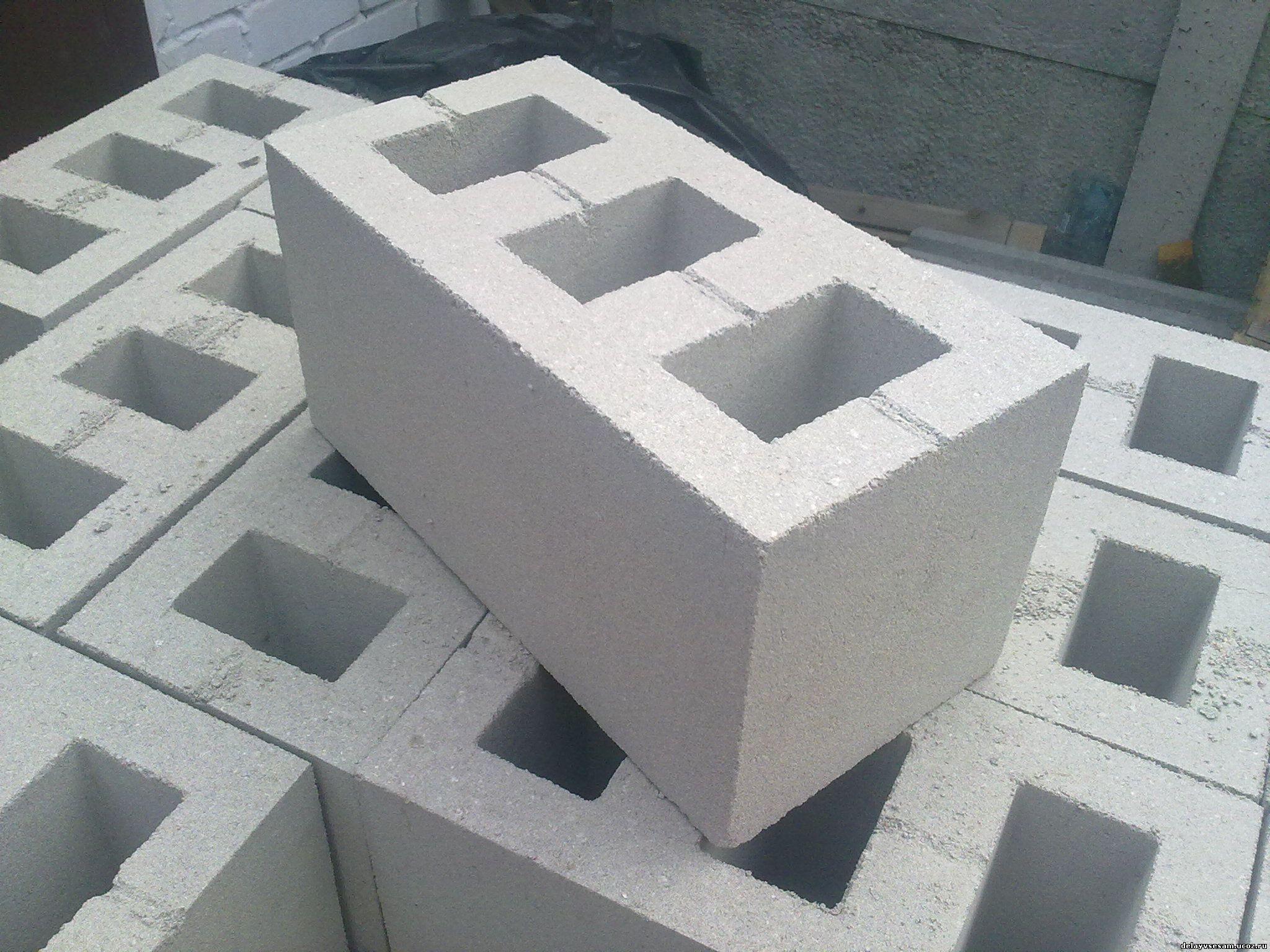 Строительство дома своими руками: как выбрать материал